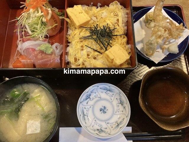 福井市、新海寿司のちらし寿司ランチ
