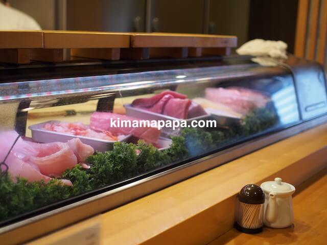 福井、吉野寿司のカウンター