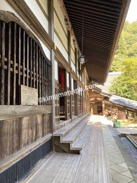 福井県永平寺、法堂沿いの通路