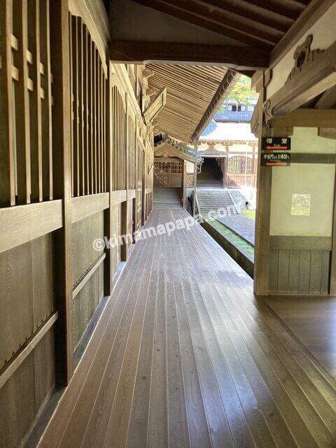 福井県永平寺、僧堂沿いの通路