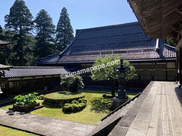 福井県永平寺、仏殿から見た僧堂