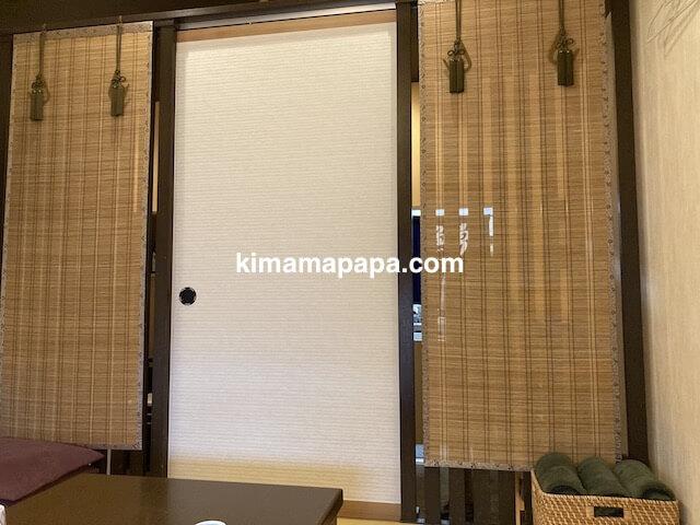 福井市、玄白の個室ドア
