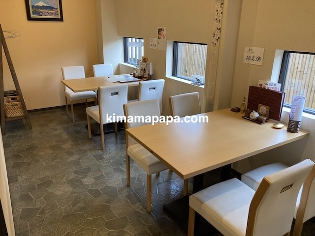 福井市、玄白のテーブル席