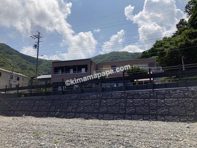 福井県若狭町、世久見海水浴場から見た松喜