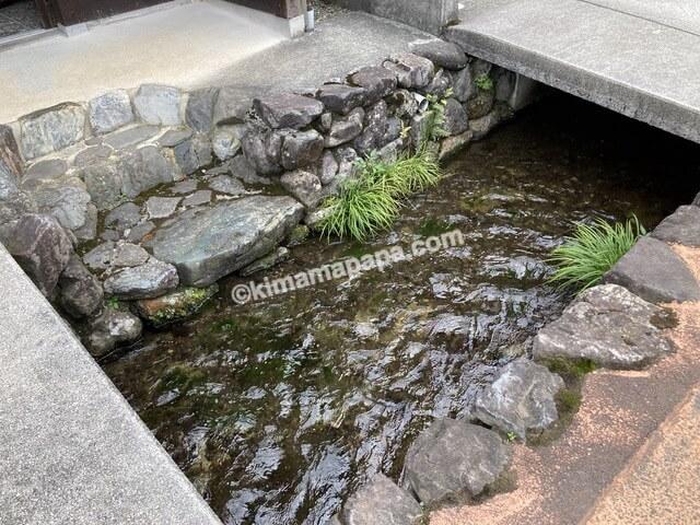 若狭町、熊川宿の小川