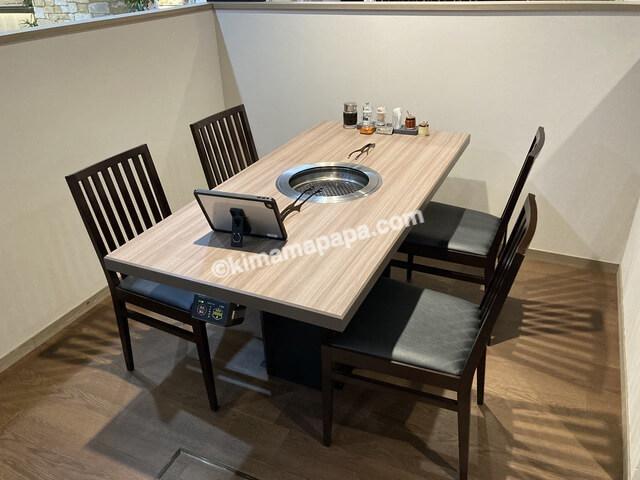 福井市西武福井店、牛成のテーブル席