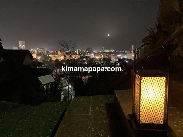 福井市、足羽山の愛宕坂から見た満月