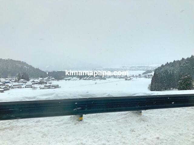 中部縦貫自動車道から見た雪景色