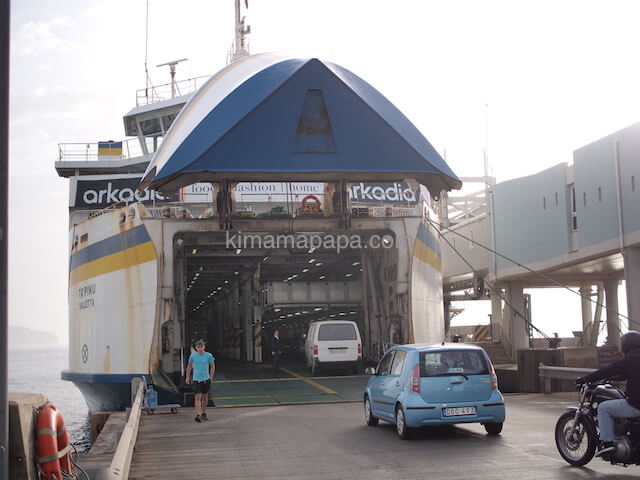 マルタ島でフェリーに乗船