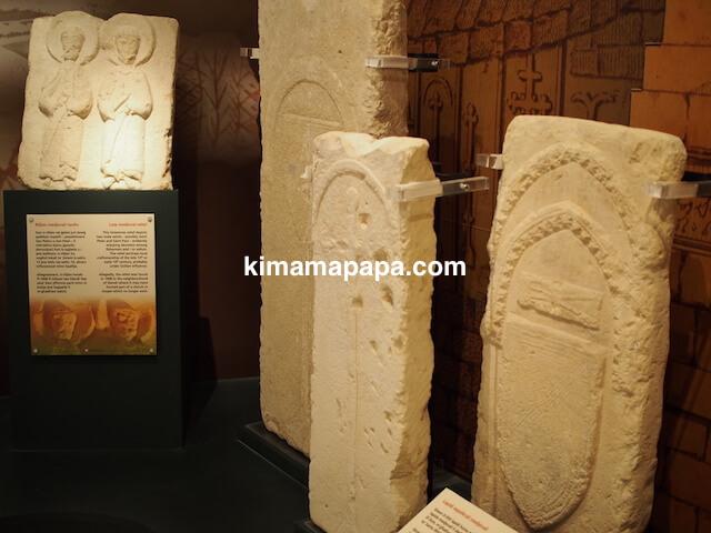 ゴゾ考古学博物館、石板