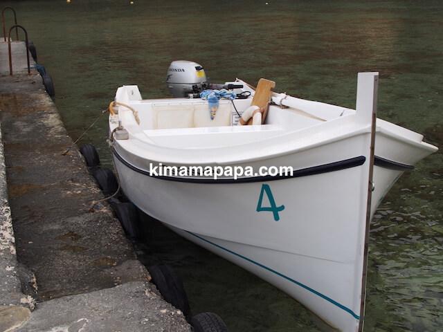 ゴゾ島、アズールウインドーのボート