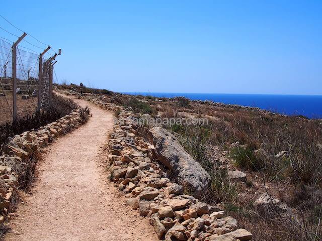 ハジャール・イム神殿の小道