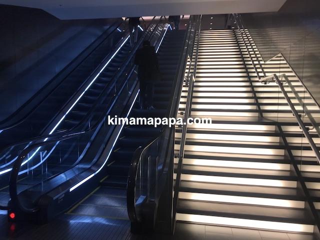 羽田第1ターミナル、サクララウンジへのエスカレーター