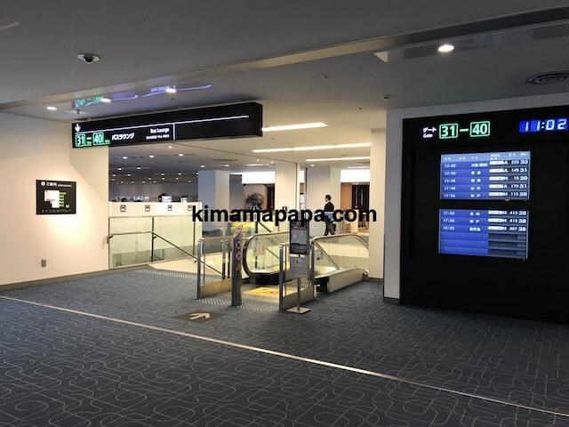 羽田第1ターミナル、31〜40番ゲートへの階段