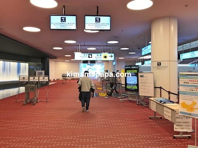 羽田空港第3ターミナル、入国審査への通路