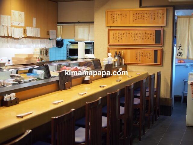 石川、粟津の大西寿司のカウンター席