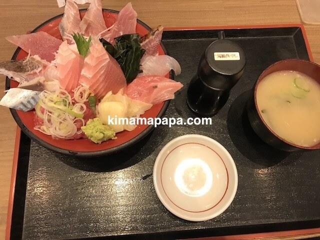 金沢、魚がし食堂の得盛りてんこ丼