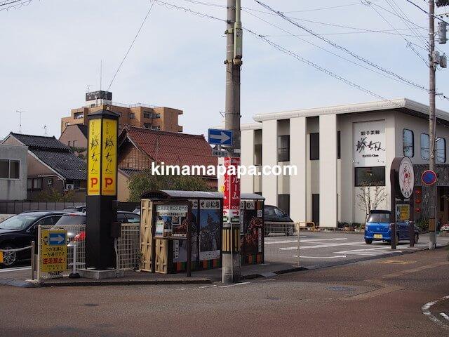 小松、勝ちゃんの駐車場