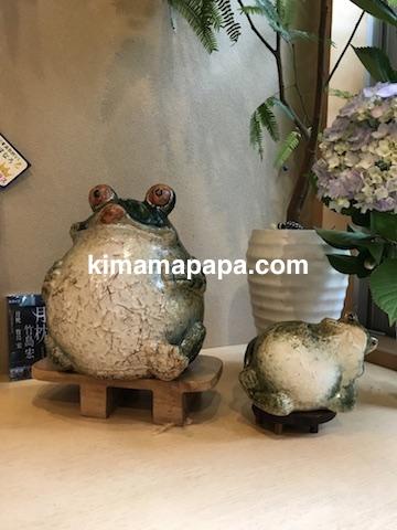 石川、粟津の直又寿司のカエル