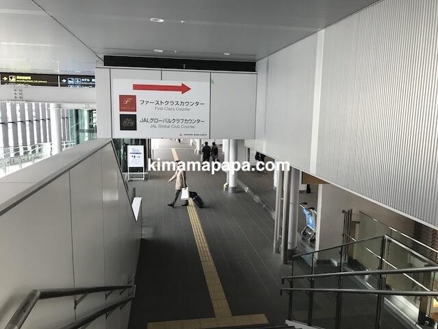 伊丹空港、JALカウンターまでの通路