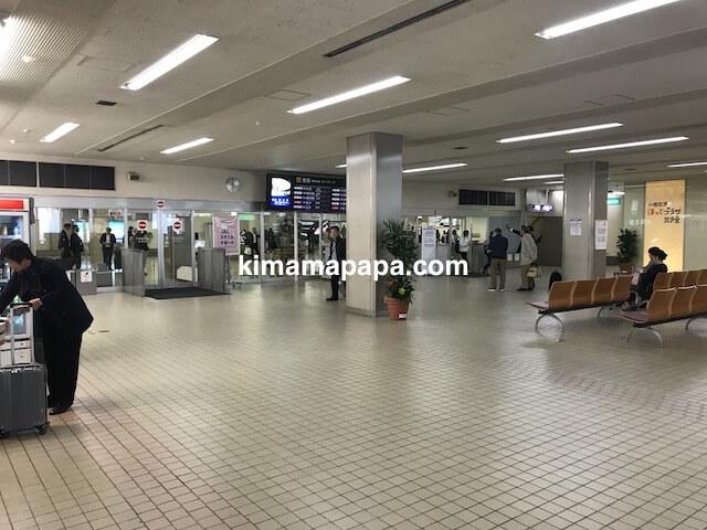 小松空港、到着ロビー