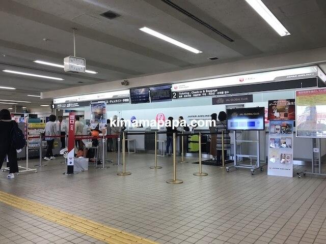 小松空港、JALチェックインカウンター