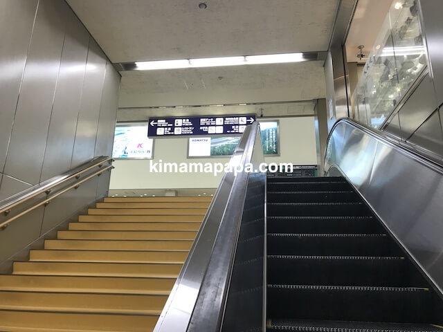 小松空港、2Fへのエスカレーター