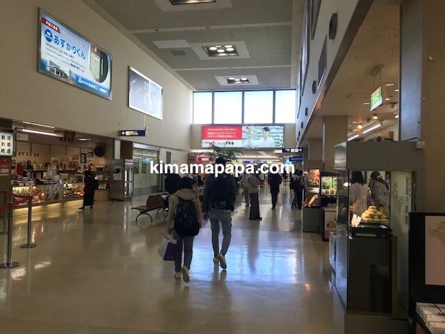 小松空港、2Fフロアのみやげ屋