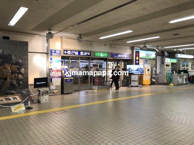 小松空港、出口