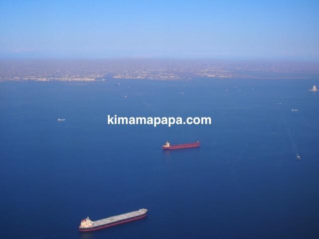 東京湾沖から見た羽田空港