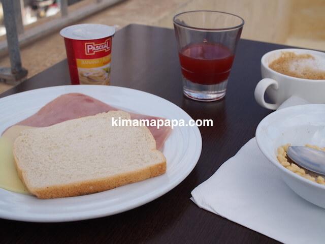 マルタ(スリーシティーズ)、カルカラのヴィラ・デル・ポルトホテルの朝食
