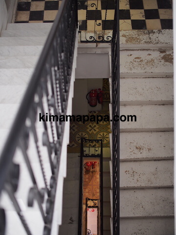 マルタ(スリーシティーズ)、カルカラのヴィラ・デル・ポルトホテルの階段