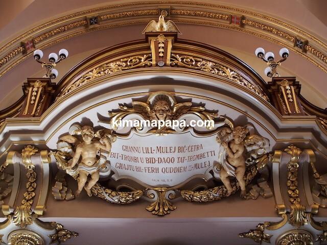 マルタ、勝利の女神教会の入り口上部