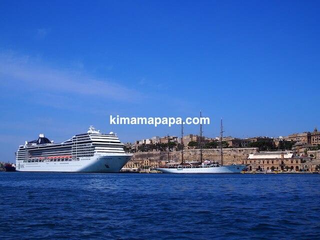 マルタ、ボートから見た豪華客船
