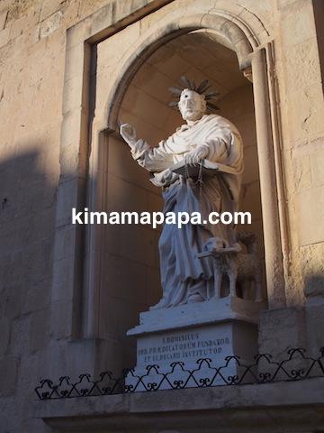 マルタ、ヴィットリオーザのp.boffa通り沿いの像