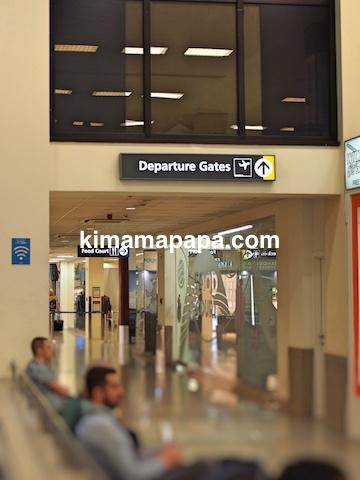 マルタ国際空港の出発ゲート