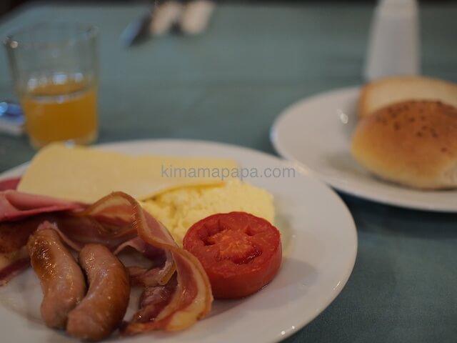 マルタのウインザーホテルでの朝食