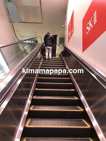 成田第1ターミナル、2階から3階へのエスカレーター