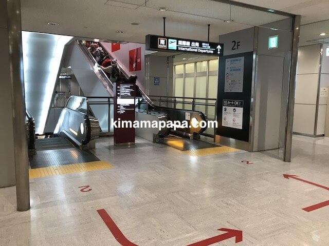 成田第1ターミナル、2階エスカレーター