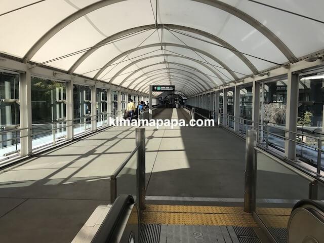 成田第1ターミナル、駐車場から2階へ入り口