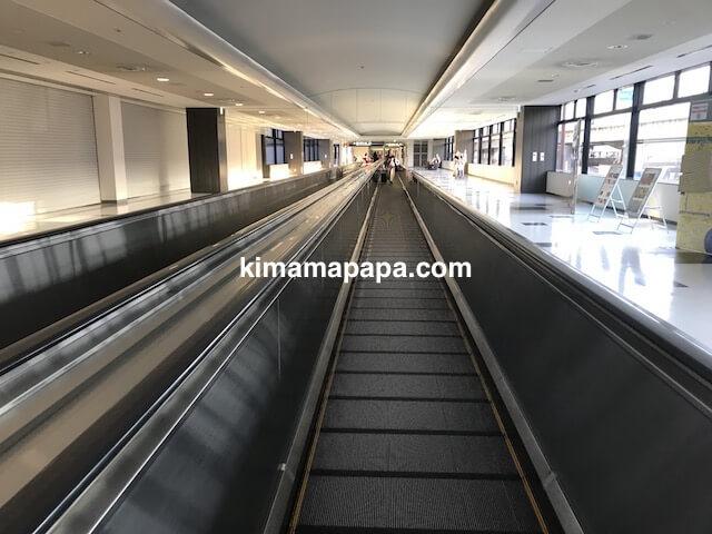 成田第2ターミナル、JAL国内線出発ロビーへの通路