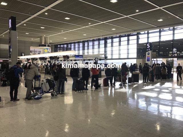 成田第2ターミナル、チェックインの列