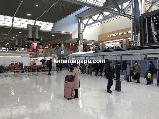 成田第2ターミナル、出国検査の列