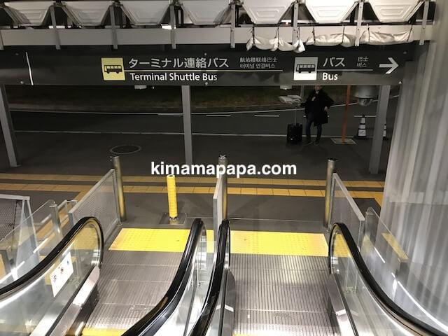 成田第3ターミナル、シャトルバスまでの道