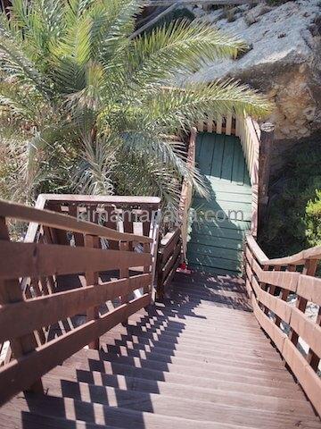 ポパイ村の屋根に登る階段