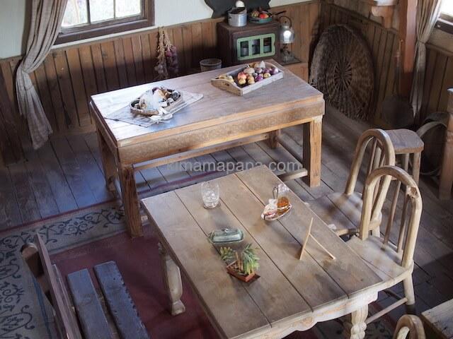 ポパイ村のテーブル