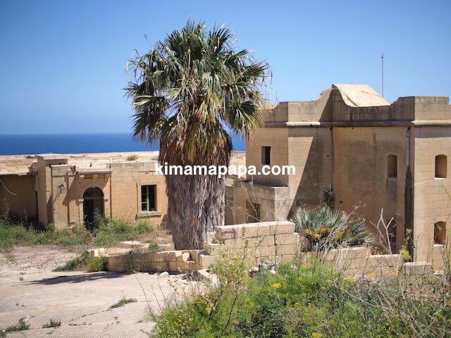 ゴゾ島、ラマラビーチの廃墟