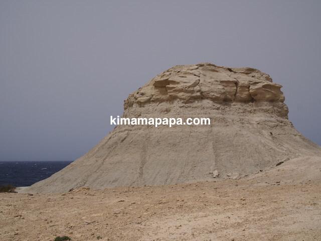 ゴゾ島、ソルトパンの有名な岩山