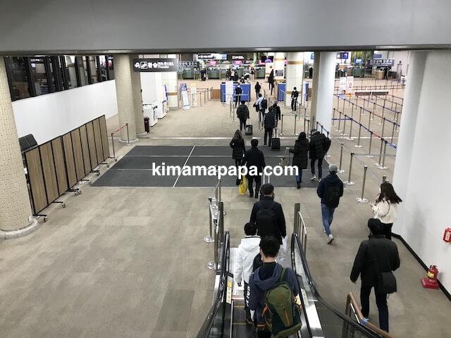 金浦空港、入国審査までの通路