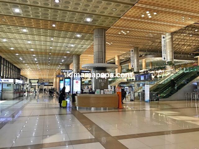 ソウル金浦空港、2階チェックインフロア